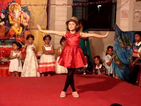 children dances: itti si hasi dance by nishma...