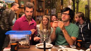 Repeat youtube video Eating a Giant Centipede