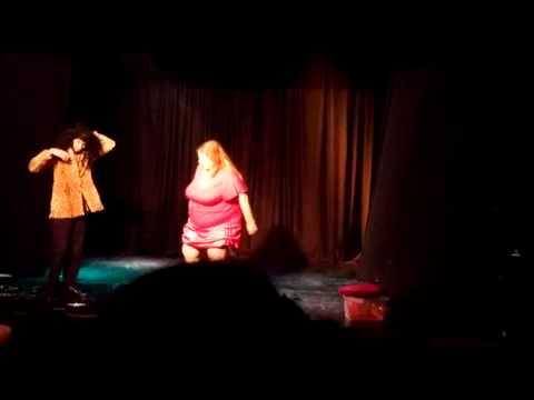 En acción: el video de la sólida actuación de Lorna, la fan número uno de Susana
