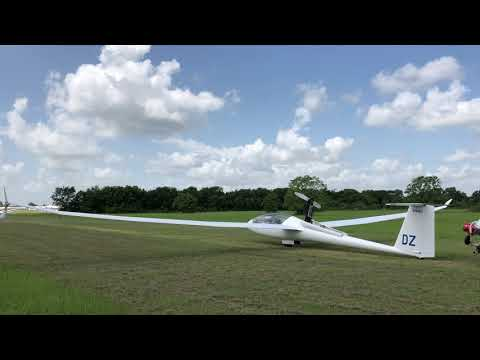 Arcus M glider self launches from Soaring Club of Houston