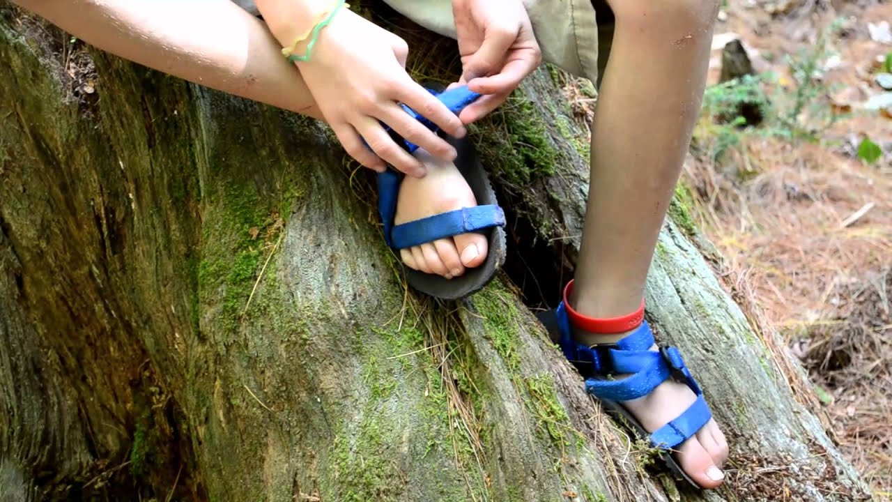 Unshoes Sandals A Child S Minimalist Shoe Youtube