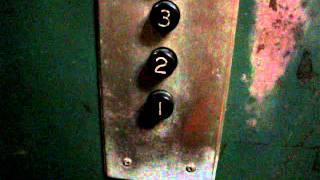 某病院にある手動ドアの古~いエレベータ thumbnail