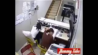 Download Video Dua wanita ini tidur saat bertugas,lihat apa yang terjadi...!!! MP3 3GP MP4