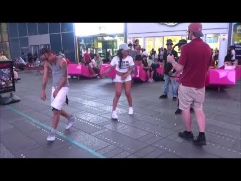 DOMINICAN RAGGAETON ARTISTS RECORD A REGGAETON SONG MUSIC VIDEO IN THE STREET IN NEW YORK NYC