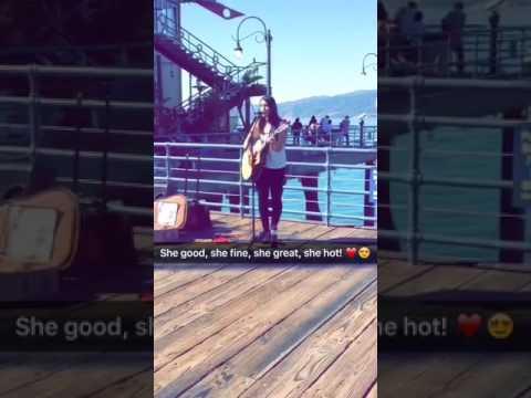 Santa monica pier! Beautiful girl singing   Bombasogamer YT