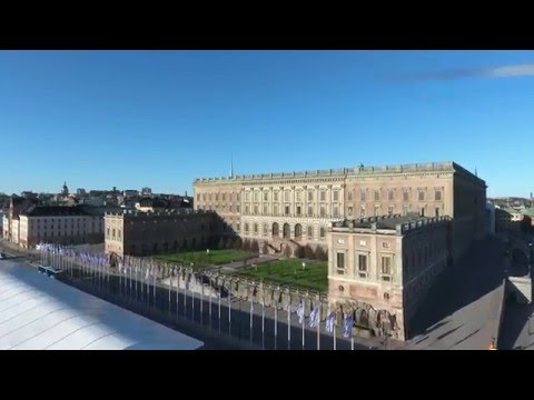 Flying around The Royal Palace of Stocholm and Kungsträdgården