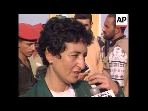 IRAQ: 300 POWs FREED FROM PRISON