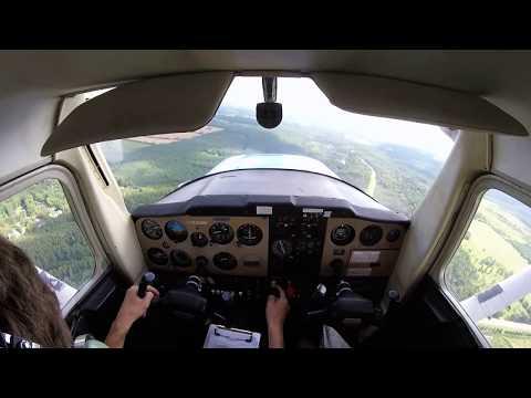 NARROW RUNWAY Landing Cessna 150