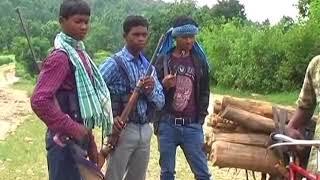 एक वीडियो में नक्सली बिरबल गावों वालों को नसीहत देते हुए दिख रहा है ...