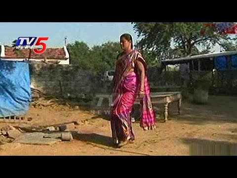 Caste Politics in Warangal | Sarpanch Bharathi Real Story | Telugu News | TV5 News