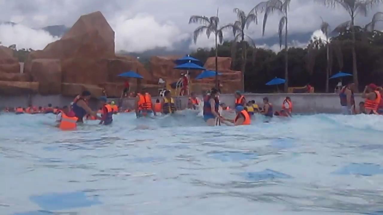Pisina de olas 2 cafam melgar tolima colombia youtube for Cerramiento para piscinas colombia
