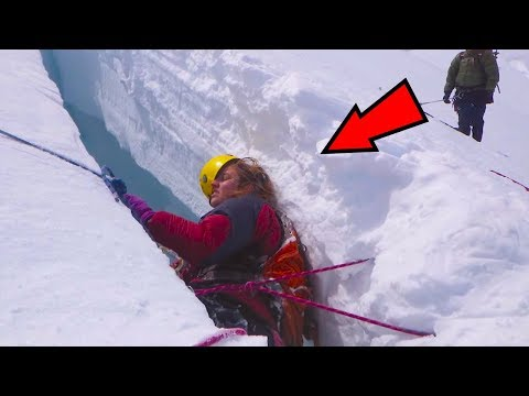 5 Strangest Things Found On Mount Everest!
