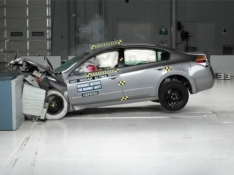 2007 Nissan Altima Moderate Overlap Iihs Crash Test