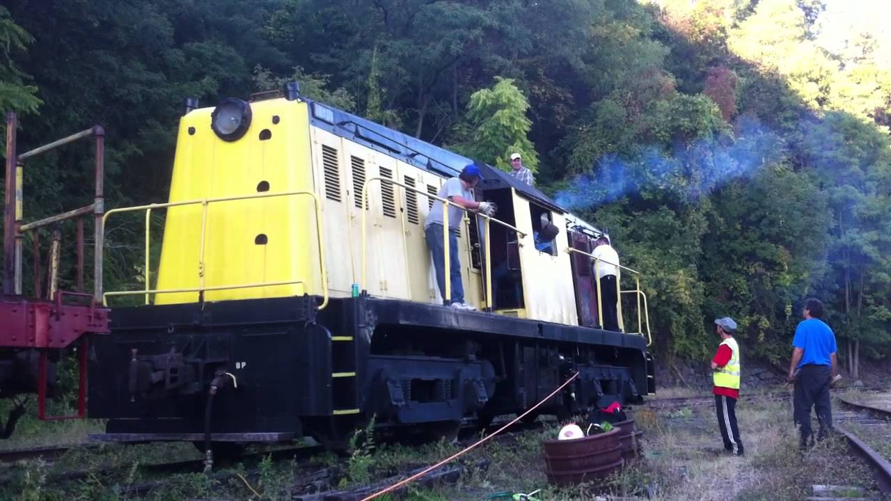 Diesel Engine Working >> MTA NYCT Baldwin Whitcomb Diesel Locomotive #9 Cold Start Attempt #2 - YouTube