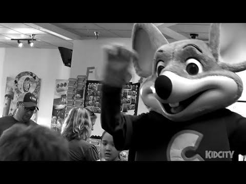 Kids meet Evil Chuck E Cheese!! Playing Arcade Games & Family Fun thumbnail