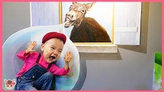 국민이 거대 슬라임 풍선껌 안에 들어갔어요! 키즈카페 트릭아이 놀이터 장난감 놀이 indoor playground with kids toys slime hide and seek