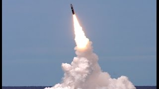 Запуск баллистическая ракет с российской подводной лодки по боевикам Сирии.