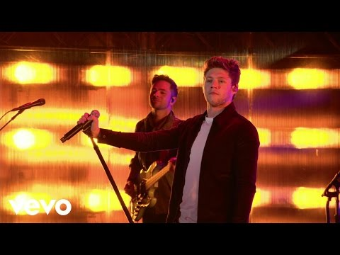 Niall Horan - 'This Town' & 'Slow Hands'...