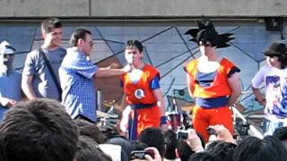 Concurso de gritos con Mario Castañeda