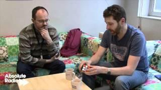Dave Gorman solves a Rubik