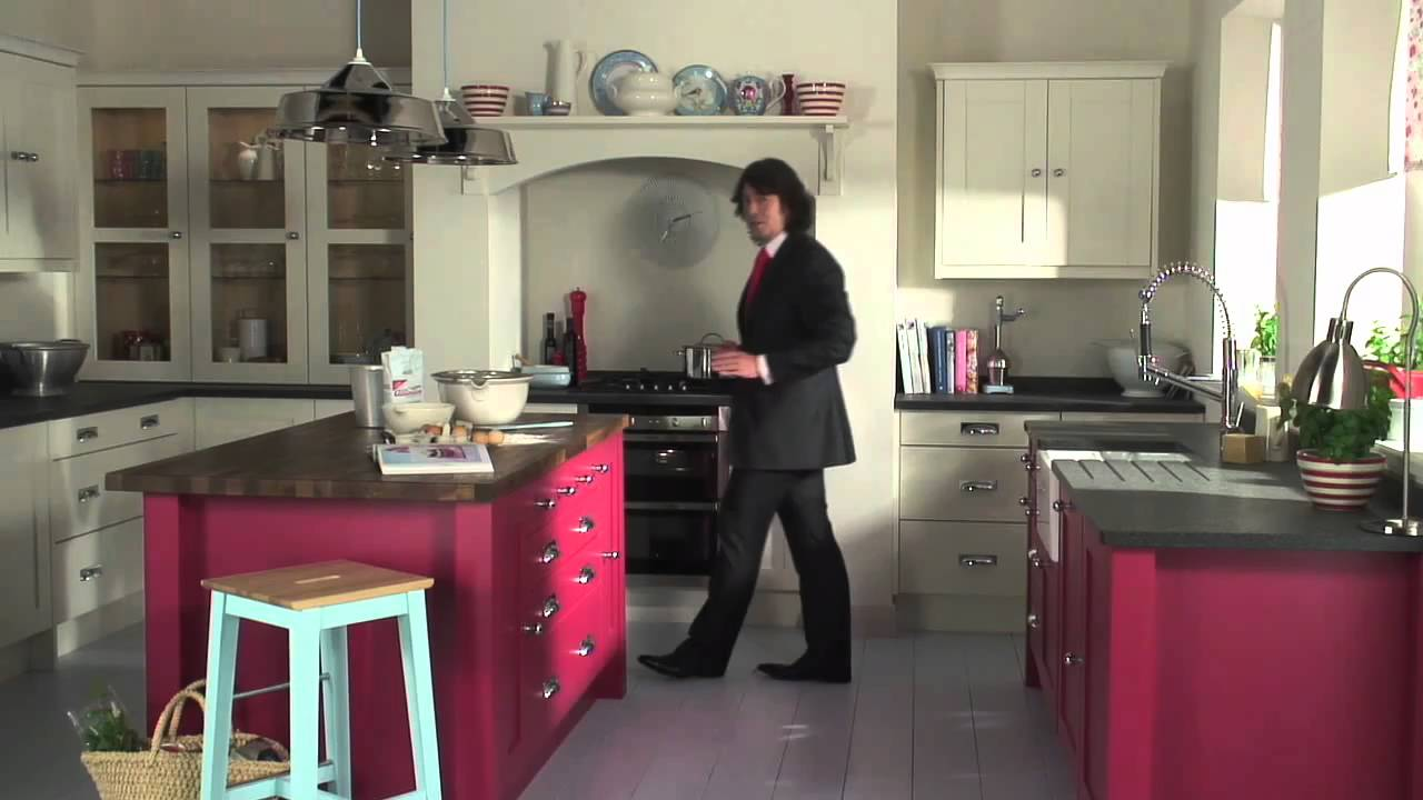 Lawrence LlewelynBowen And Mobenmov YouTube - Moben kitchen designs