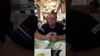 """Маньчжурия 8 июля 2017 , ресторан """"Марина"""", читинцы Юрий и Владимир завтракают"""