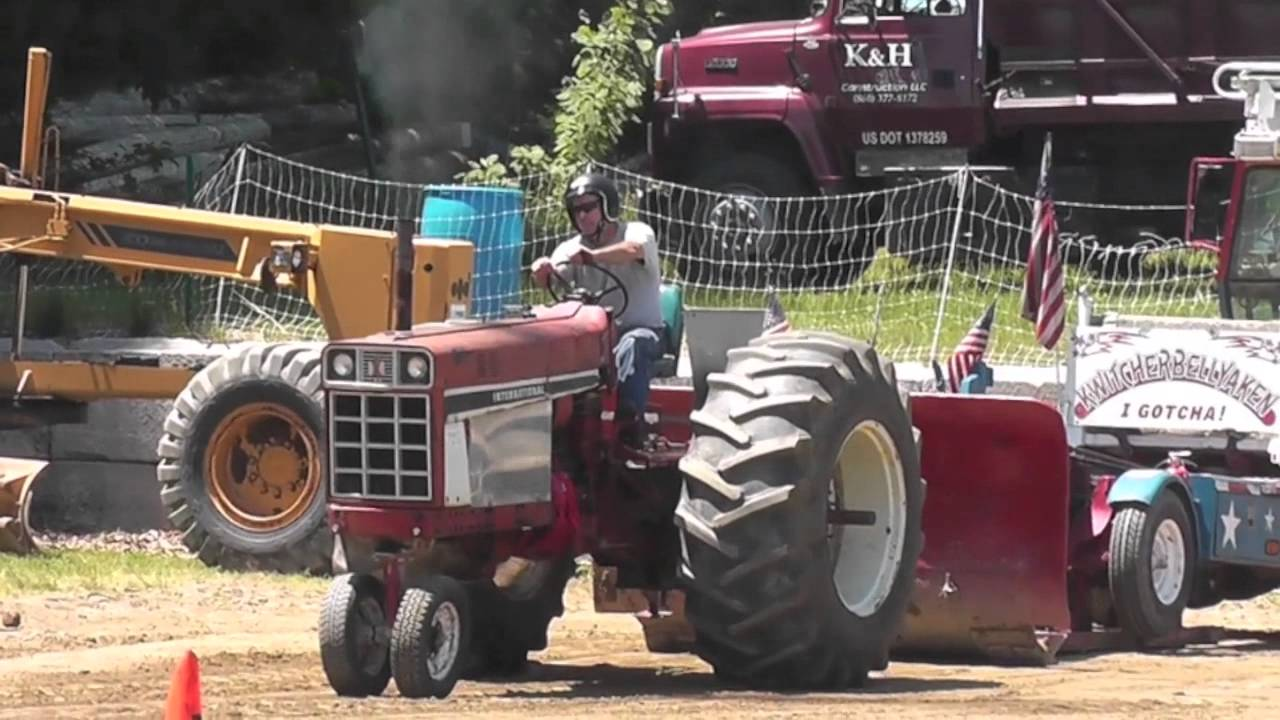 Tractor Pulling Tractor : Tractor pulling antique tractors and engines at brooklyn