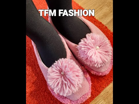 How to make cozy indoor slippers/ shoes with decorative pompoms. DIY slippers.