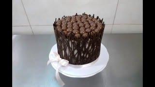Decoração de Bolo com Grades de Chocolate