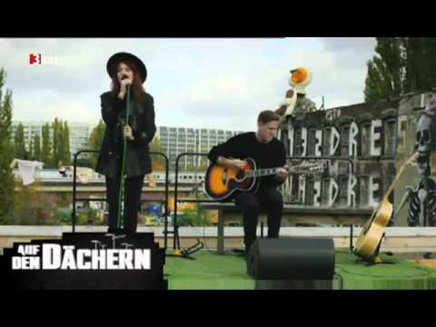 Florence + The Machine: Never Let Me Go (Unplugged) - ON THE ROOFTOP Tape.tv