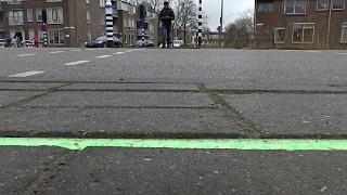 Для смартфонозависмых пешеходов сделали светофор в тротуаре (новости)