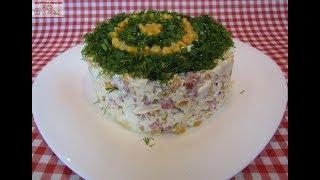 Салат с копчёной колбасой и кукурузой