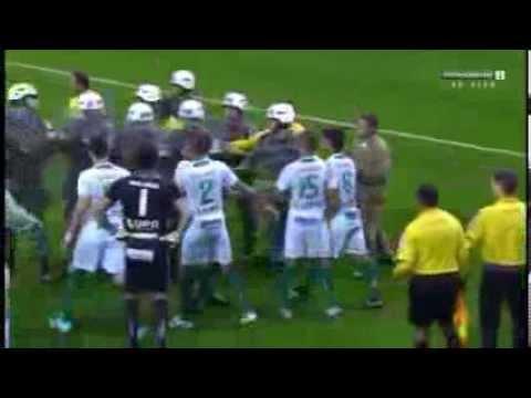 Riot Police Save Brazilian Referee's!! Grêmio vs Portuguesa 3  2