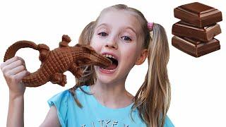 Polina juega chocolate y presente con su madre. Nuevos videos para niños