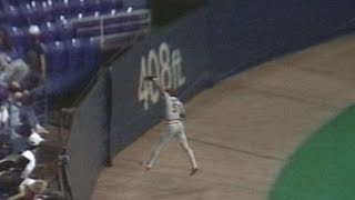 1987 WS Gm7: McGee makes leaping grab, robs Puckett