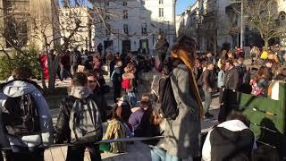 Sit-in devant la mairie d'Angouleme