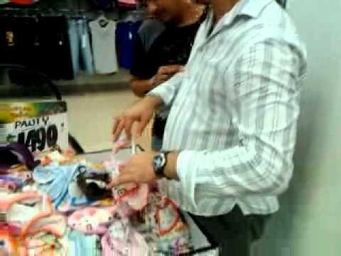 2260c15a3e Jesuuuus comprando ropa interior - YouTube