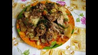 Вкусный картофель и куриные крылышки в рукаве.