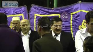 شاهد بالفيديو : أبن الفنان سيد زيان يتلقي العزاء فى والده بمسجد أسد بن الفرات