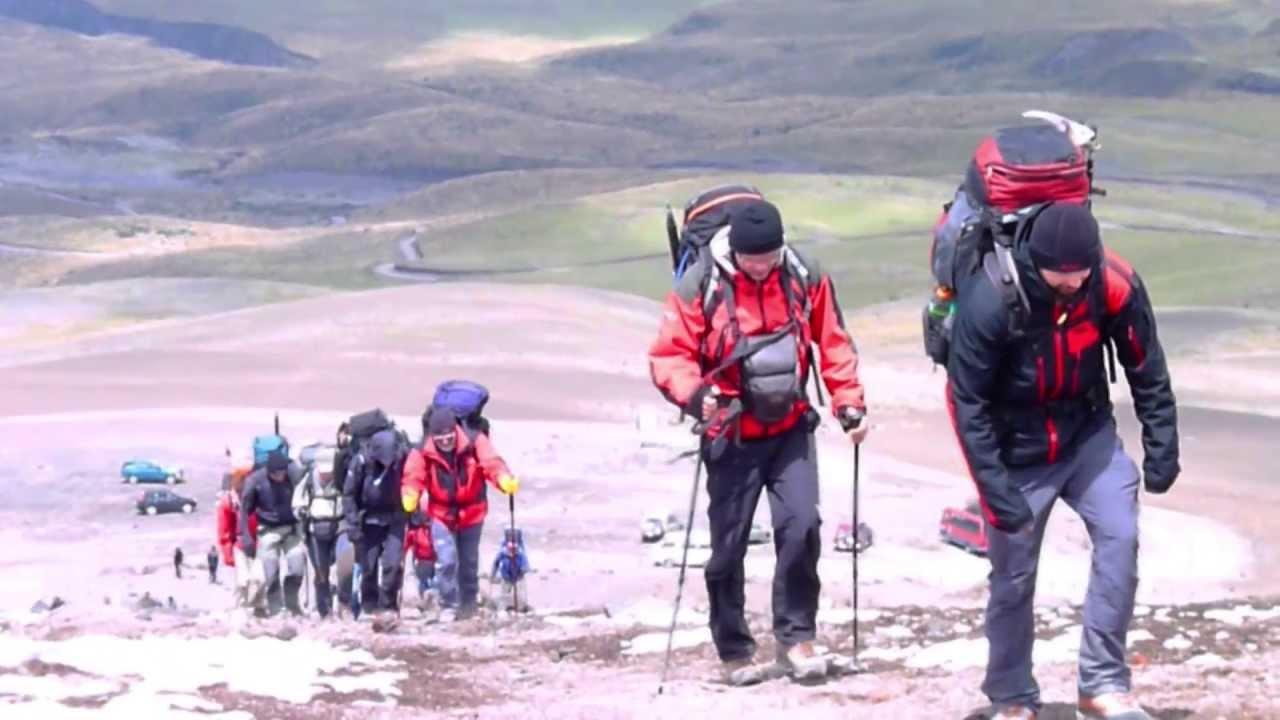 Montaña Nevada Hd: #3273, Montañistas Subiendo A La Cumbre De Una Montaña