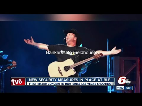 """Garth Brooks honors Las Vegas victims during Indy concert with """"For Vegas"""" t-shirt"""