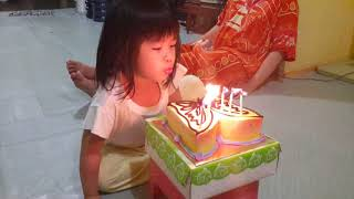 Lucu - Tiup lilin ulang tahun