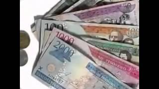 Un hombre chapiado extañando su dinero