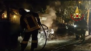 Fiamme nella notte, incendio distrugge una Bmw parcheggiata a Marina Centro