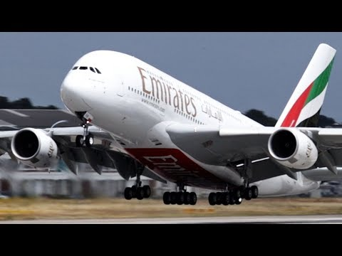 Flugzeug Start A380 Vom Airbus Flughafen Hamburg Und Flugzeug Landung