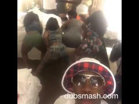 black girls shake that ass