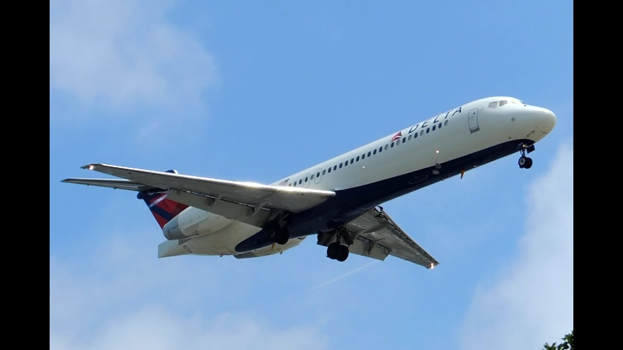 Delta Airlines Boeing 717200 N892AT landing in LAX