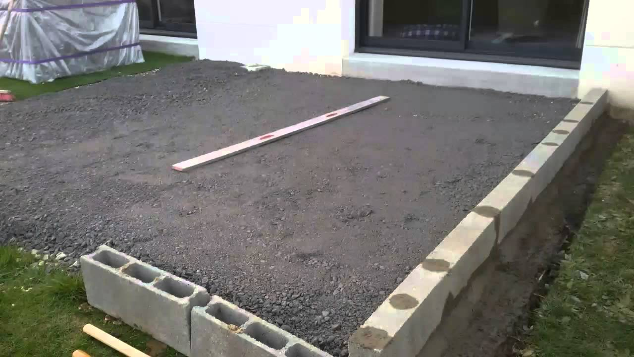 Terrasse composite sur plots youtube for Terrasse bois sur plot