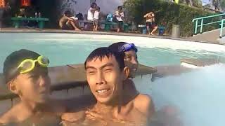 Nungguin aer tumpah di kolam renang tirtamas pondok klapa