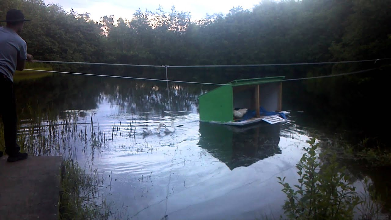 Floating duck and goose house youtube floating duck and goose house solutioingenieria Choice Image